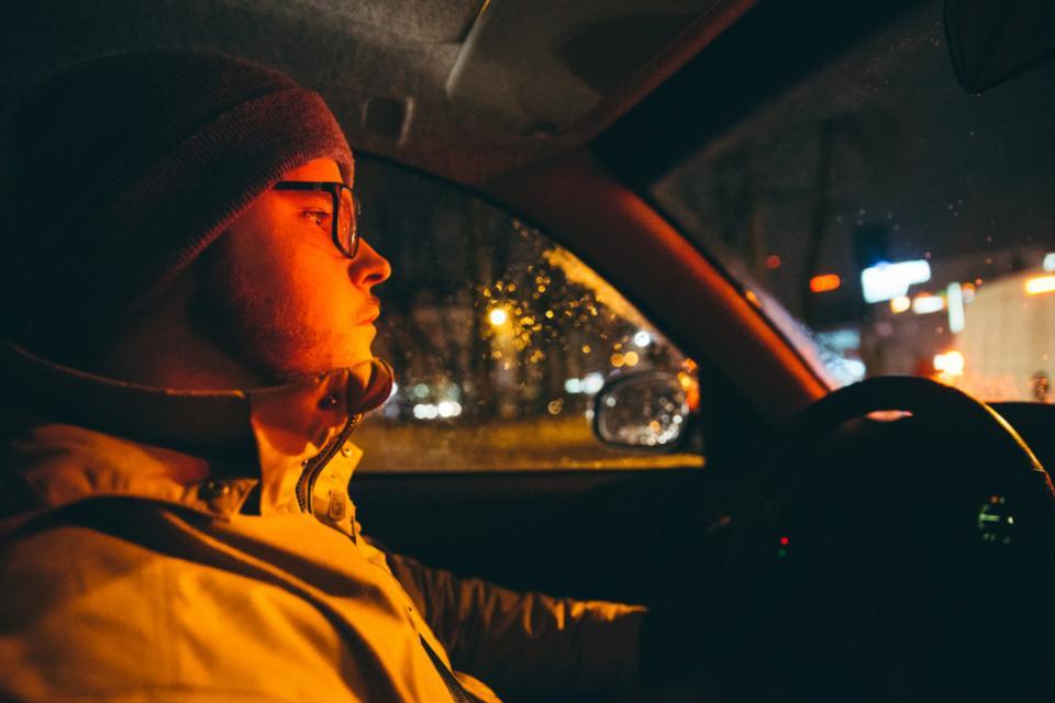 Gece Sürüş Gözlüğü Gerçekten İşe Yarıyor Mu?